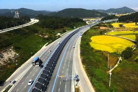 Những con đường có lắp pin năng lượng mặttrời